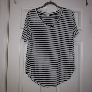 BLACK AND WHITE STRIPED V-NECK